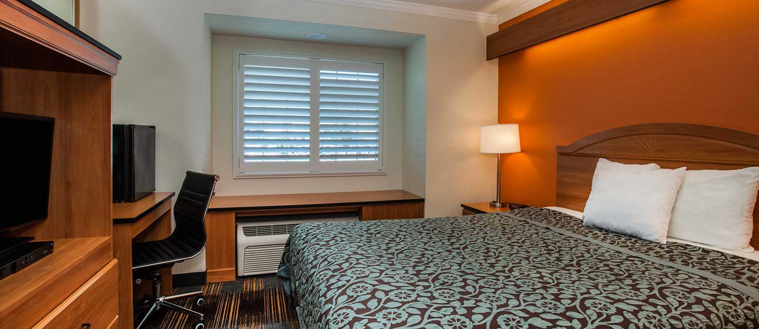 SPACIOUS WELL-APPOINTED GUEST ROOMS FOR BUSINESS OR LEISURE